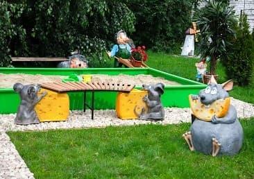 Фигуры и мебель для детской площадки
