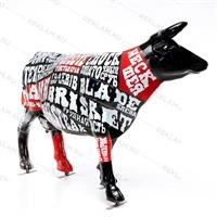 фигура коровы в оригинальной покраске