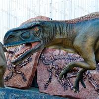 Фигура хищного динозавра