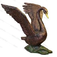 парковая скульптура лебедя под бронзу