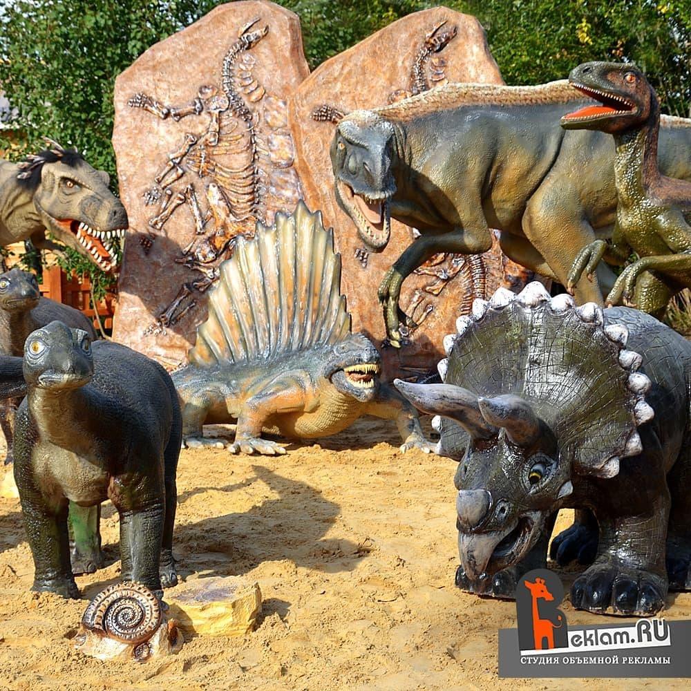 Динозавры на детской площадке