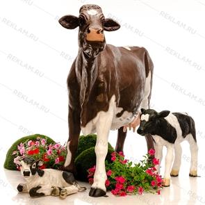 {{photo.Alt || photo.Description || 'Набор фигур Коровы с телятами'}}