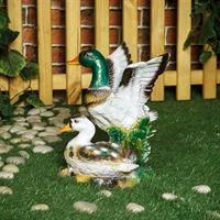 скульптура из пластика утки