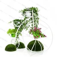 кованое цветочное озеленение в виде велосипеда