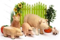 рекламные фигуры свиней